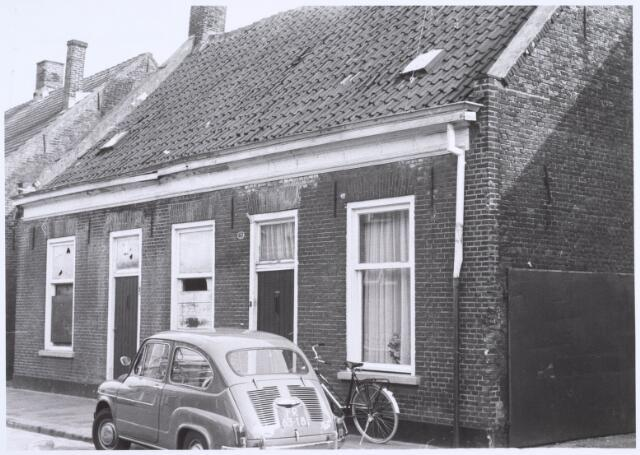 022520 - Slooppanden aan de Van Hogendorpstraat begin april 1968