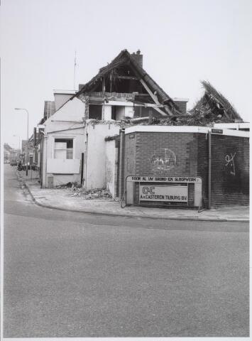 026571 - Sloop van het Kempisch verdiepinghuis op de hoek Molenstraat - Hoefstraat begin maart 1981