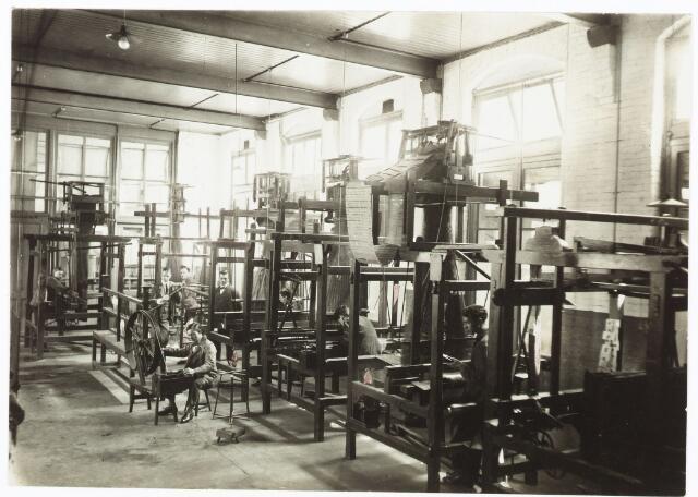 052135 - Onderwijs. Textielschool. Een afdeling van de Ambachts- en Industrieschool aan de Spoorlaan.