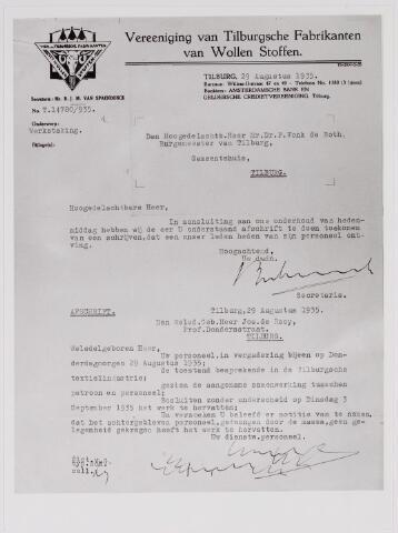 040859 - Arbeidsconfict. Vereniging van  Tilburgse Fabrikanten van wollenstoffen schrijven aan Burgemeester mr. dr. F. Vonk de Both dat ondanks het gezamenlijke besluit om op dinsdag 3 september 1935 het werk te hervatten dat een gedeelte van het personeel, gedwongen door de grote massa, geen gelegenheid hiertoe heeft gekregen.