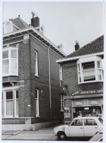 024718 - Tabakswinkel De Nijs aan de Korvelseweg 142 eind 1979