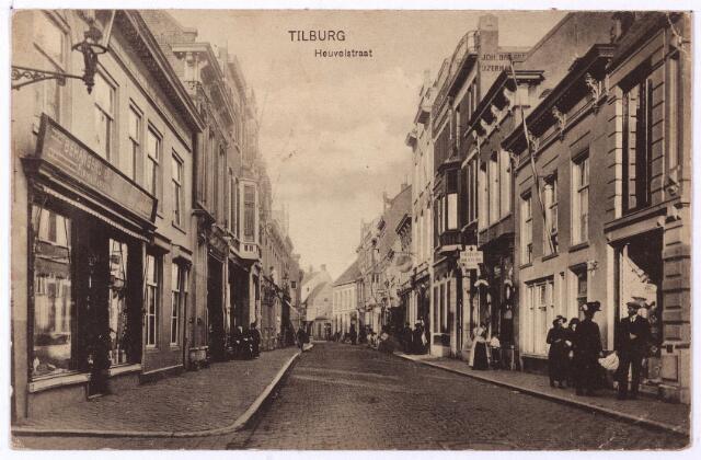 001146 - Heuvelstraat tussen Willem II-straat en Zomerstraat.