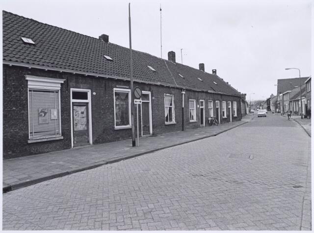 022510 - Van Hogendorpstraat in de richting van de Hasseltstraat