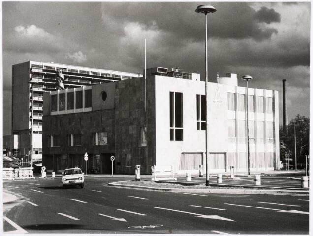 032321 - Het nieuw gebouwde kantoor van het Kantongerecht aan het Stadhuisplein/ hoek Mgr Zwijsenstraat