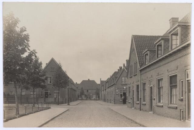 026800 - Kruising Nicolaas Knipstraat (midden, Rubensplein (links) en Gerard van Spaendonckstraat (rechts). Op de achtergrond de Rembrandtstraat