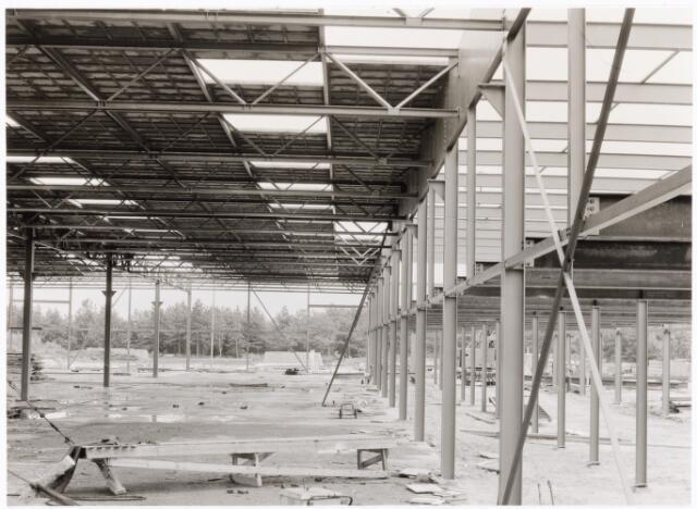 039191 - Volt. Noord. Algemeen, Gebouwen, Nieuwbouw. De in aanbouw zijnde hal ND de toekomstige Gereedschapmakerij ca.1964.