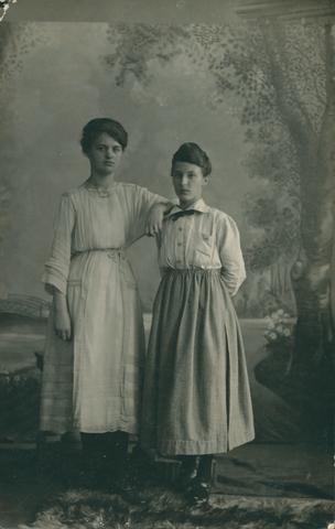 655432 - Onderwijzeressen en zelatrices. Twee onderwijzeressen: Anna Reijns en Anna Simons
