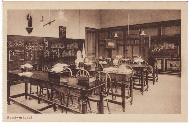 001784 - Onderwijs. Oude Dijk, handwerkzaal van de kweekschool van de zusters van liefde.