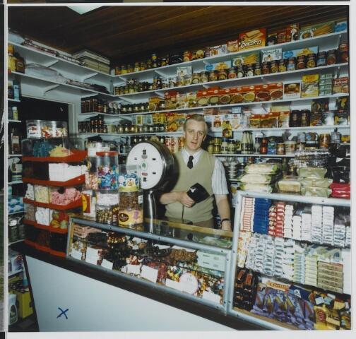 072367 - Interieur. Winkel van Otten-Luijten gevestigd op de hoek van de Dorpsstraat-Hoogstraat. Foto uit de serie Goirle Middendoor, 1989