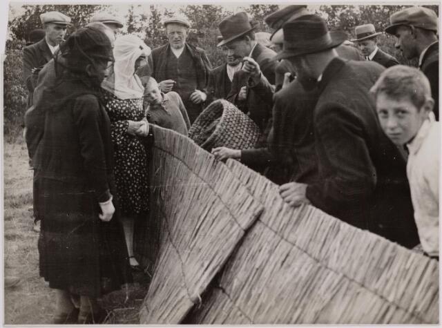 040712 - Bijenmarkt op het Gem. Sportpark te Tilburg (1936)