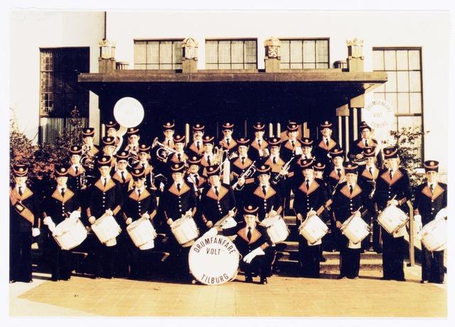 038786 - Volt. Harmonie. Drumfanfare. Sport en ontspanning. Foto voor het Paleis Raadhuis te Tilburg genomen  ca. 1976. Mogelijk i.v.m. het 35 jarig bestaan?