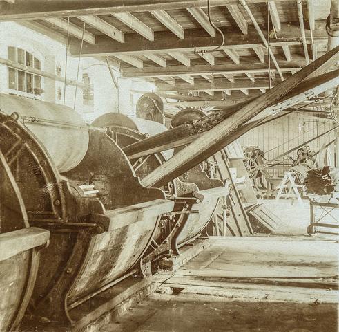 653481 - Textielfabriek Gebroeders Diepen. Nat-apparatuur. Pleskommen.  (Origineel is een stereofoto.)