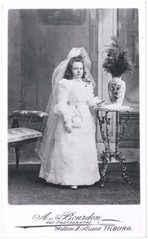 006166 - 1e H. Communie van An, dochter Verschuuren-van Hoof. (reproductie; origineel niet in collectie aanwezig)