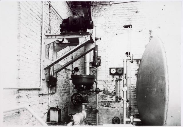 033637 - Installatie in het bedrijf van Jurgens Textiel aan de Tuinstraat 47a-49; op 8 januari 1976 is het bedrijf naar Berkel-Enschot aan de Gen Eisenhouwerlaan verhuisd; thans geheel afgebroken ten behoeve van de woningbouw aan het Spinnerspark