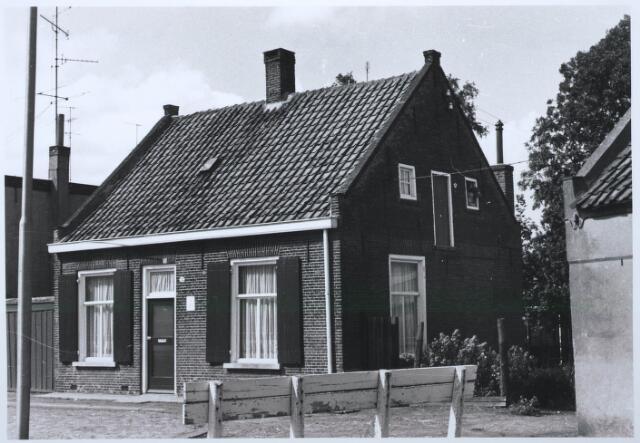 027590 - Oude Kapelstraat 12. Achterin: No. 14. Rechts zichtbaar: No. 16.