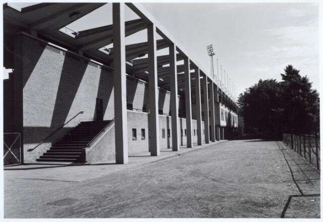 019758 - Opgang naar de hoofdtribune van het gemeentelijk sportpark aan de Goirleseweg