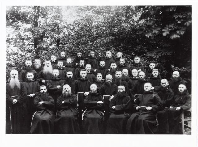 009410 - Kloosters. Paters Capucijnen te Tilburg aan de Korvelseweg.