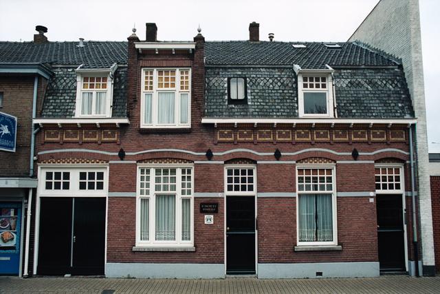 1237_002_198_002 - Ondernemers. Middenstand. Het exterieur van Firma Simons Bouwbedrijf aan de Broekhovenseweg.