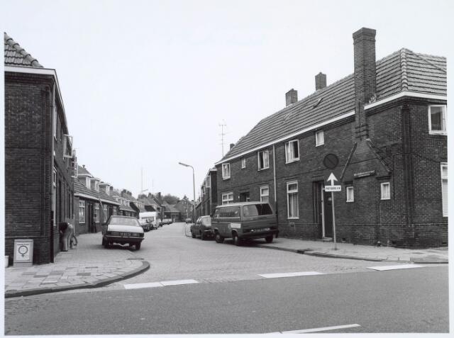 019851 - Van Grobbendonckstraat gezien vanaf de Broekhovenseweg