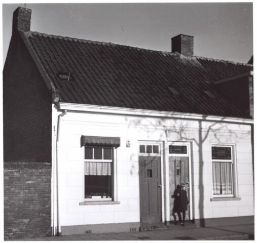 014980 - Panden aan de Atelierstraat anno 1959. Begin jaren ´60 werden deze panden gesloopt voor de aanleg van een city-ring rond de binnenstad.