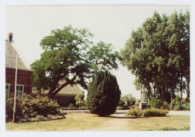 062830 - Plein voor de R.K. Kerk van de H. Caecilia aan de Kerkstraat 2 te Enschot