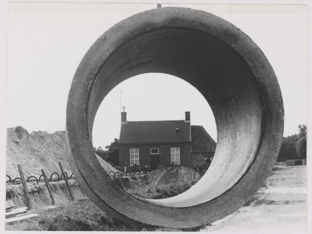 082626 - Oosterhout, Zandstraat 2. In de loop van 1988 onderdeel van de gemeente Gilze en Rijen gekomen. Pand is in 1967 gesloopt