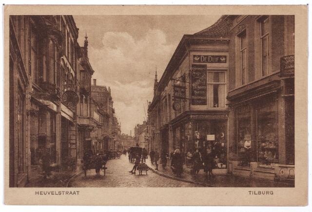 001135 - Heuvelstraat ter hoogte van de Willem II-straat richting Zomerstraat. Rechts kledingmagazijn 'de Duif'.