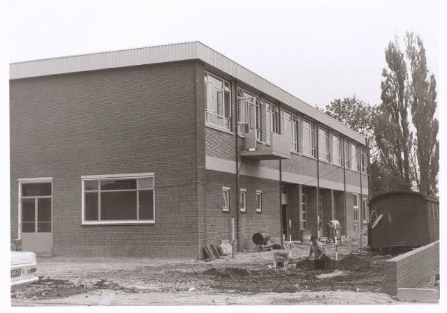017774 - Achterzijde van de brandweerpost aan de Dr. Deelenlaan. Thans is er Omroep Brabant in gehuisvest