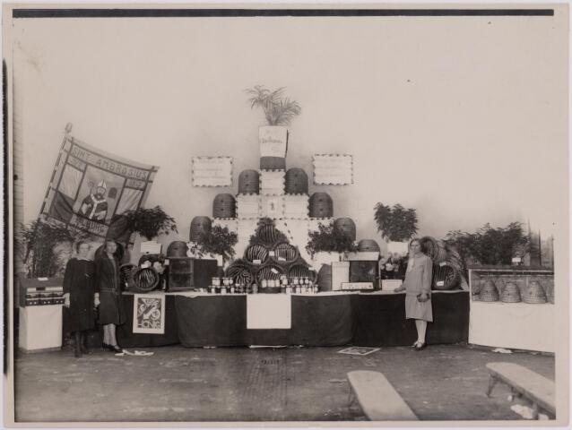 040715 - Bijenmarkt op het Gem. Sportpark te Tilburg (1936)Stand van het Ambrosiusgilde , Tilburg