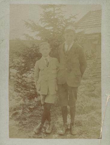 655505 - Josef Missiehuis. In het 2e trimester 1923 werden C Verhaak en W Diekman gefotografeerd.