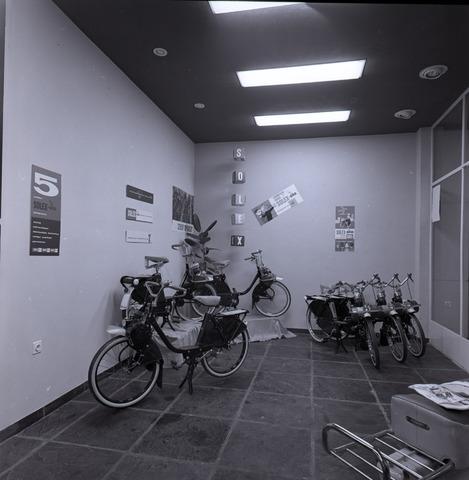 654656 - Interieur. Showroom van een fiets- en bromfietshandel