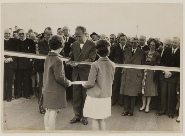 085165 - Opening van de Dongebrug. Het is onwaarschijnlijk dat deze foto in Dongen is gemaakt.