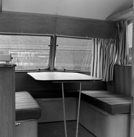 1237_013_064_003 - Caravan. Caravans van firma P.v.Geloven interieur