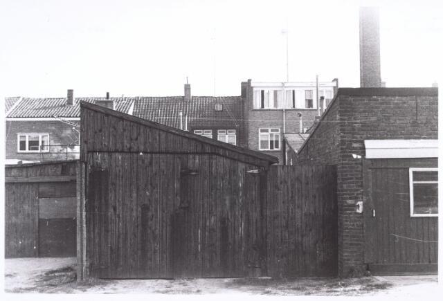 016620 - Achterzijde van het pand Broekhovenseweg 243