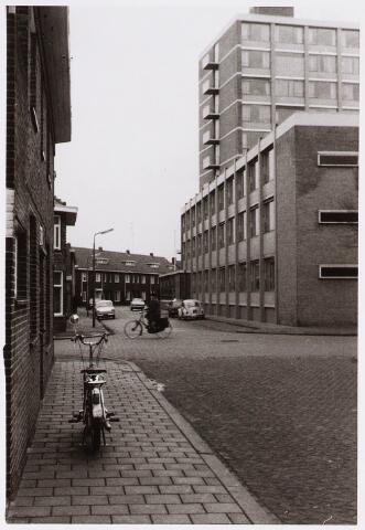 028315 - Woningen en verzorgingscentrum St.-Antonius in de Paus Adriaanstraat