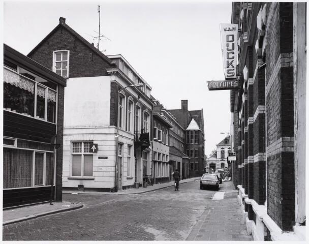 028916 - Poststraat. Rechts Van Dijcks, friteszaak.