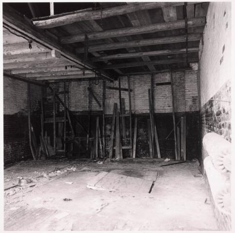 033633 - Gedeelte van het bedrijf Jurgens Textiel aan de Tuinstrat 47a-49; op 8 januari 1976 werd het bedrijf verplaatst naar Berkel-Enschot aan de Gen. Eisenhowerlaan; thans ten behoeve van de woningbouw in het Spinnerspark geheel afgebroken
