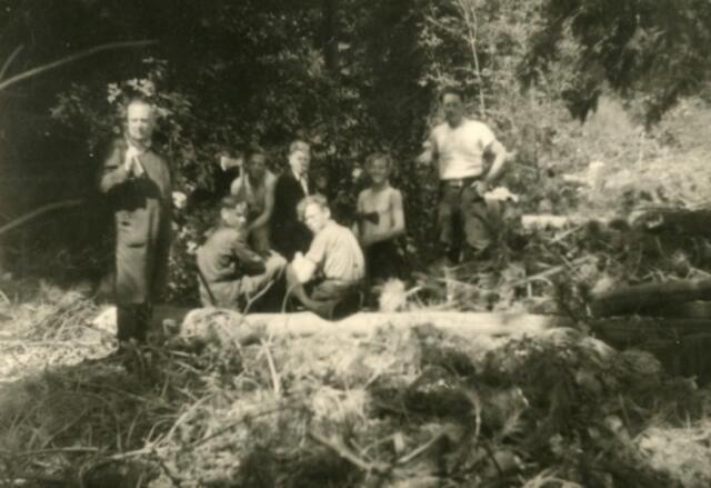 602374 - Tweede Wereldoorlog. Tilburgse arbeiders, verplicht terwerkgesteld in Zeeland.