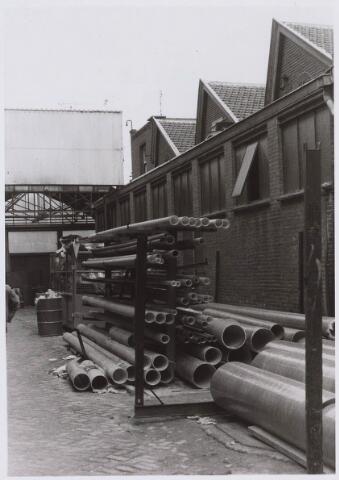 023071 - Textiel. Binnenplaats van kunstwolfabriek J. A. Berghegge & Zn.
