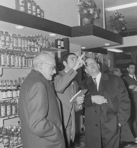 1237_013_001_006 - Wijn . Wijnhandel. Opening Wijnhandel van Bilsen 1968. Filiaal Korvelseweg. Slijterij