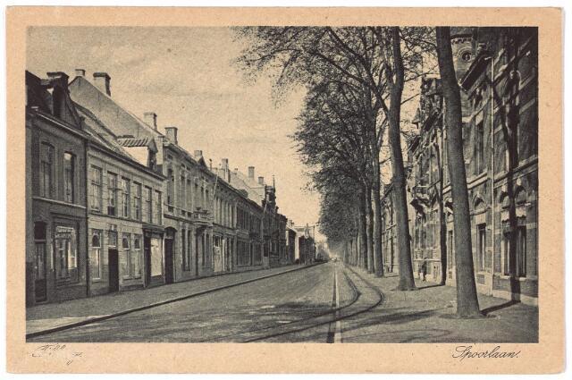 002131 - Openbaar vervoer. Spoorlaan vanaf Heuvel. Op straat de rails van de tramlijn Tilburg-Goirle-Hilvarenbeek-Esbeek.