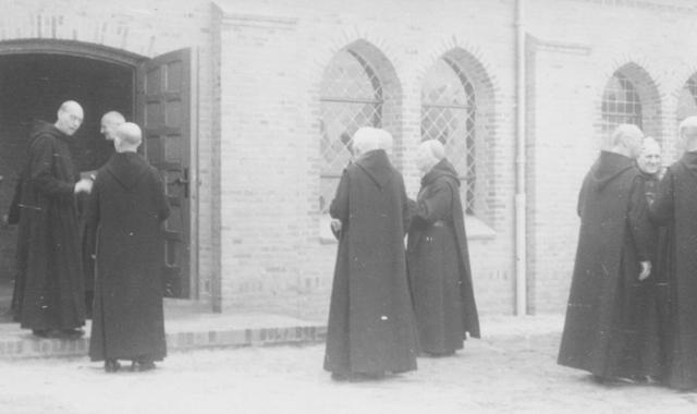 105229 - Ontvangst van gasten in de Sint Paulusabdij. Kloosters