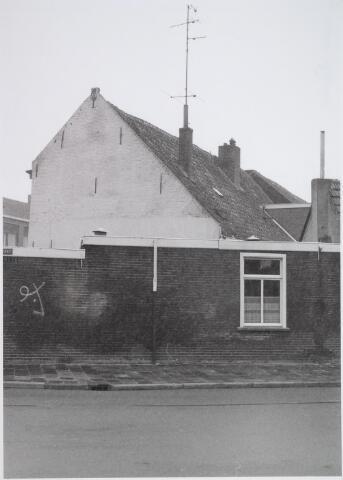 026546 - Zijgevel van een Kempisch verdiepinghuis aan de Molenstraat, hier gezien vanuit de Hoefstraat
