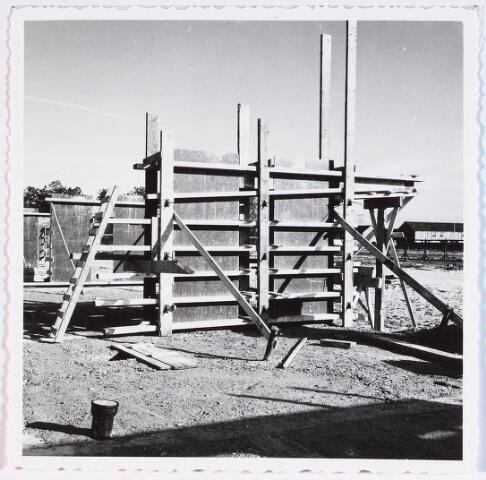 028349 - Bekisting onderbouw van de Heboma flats aan de Perosistraat
