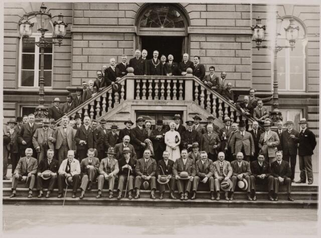 103652 - Brandweer. jaarvergadering van de Noord Brabantse provincie Brandweerverbond op 22 juni 1931 voor het gemeentehuis.
