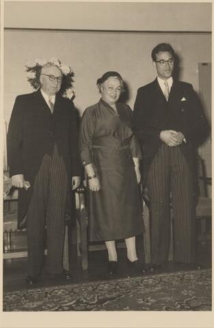 083612 - Burgemeester L.M.C. Ancion, midden: zijn echtgenote