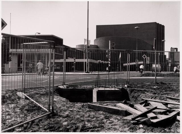 036040 - Stadhuisplein. bouw fundament Gedenknaald Obelisk.