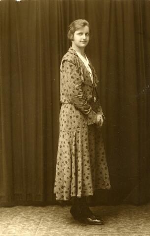 092934 - Ida Coppens geboren te Goirle op 25 februari 1909, dochter van Johannes Cornelis Coppens en Johanna van Gool. Zij trouwde te Goirle 19 november 1934 met Leonardus Franciscus Peijnenborg uit Tilburg. Zij overleed te Goirle op 2 juni 1954.