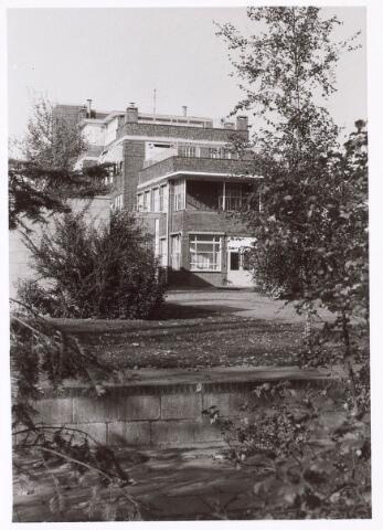 018889 - Elisabethziekenhuis. Gezondheidszorg. Ziekenhuizen. Achterzijde kinderafdelingen van het St.-Elisabethziekenhuis eind 1977