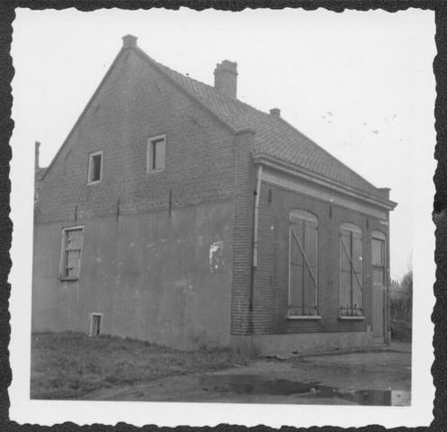 """653398 - Verdwenen stadsgezichten, Tilburg. Afbraakpand in het gedeelte van Tilburg dat in de volksmond bekend staat als de """"Vogeltjesbuurt"""""""